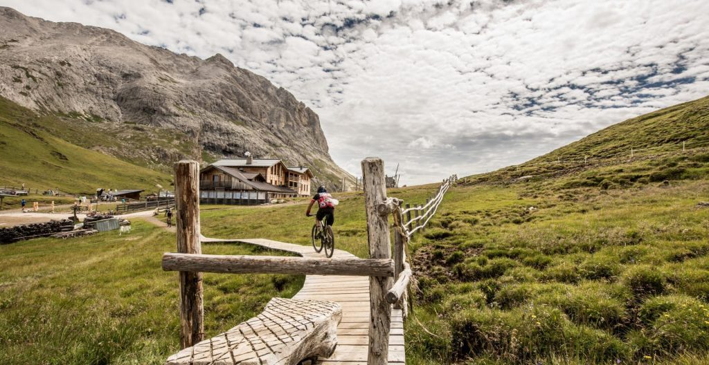 With the mountain bike over the Seiser Alm to the Plattkofelhütte