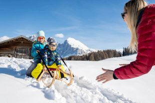 Tobogganing fun for the whole family in winter at the Örtlhof in Seis am Schlern